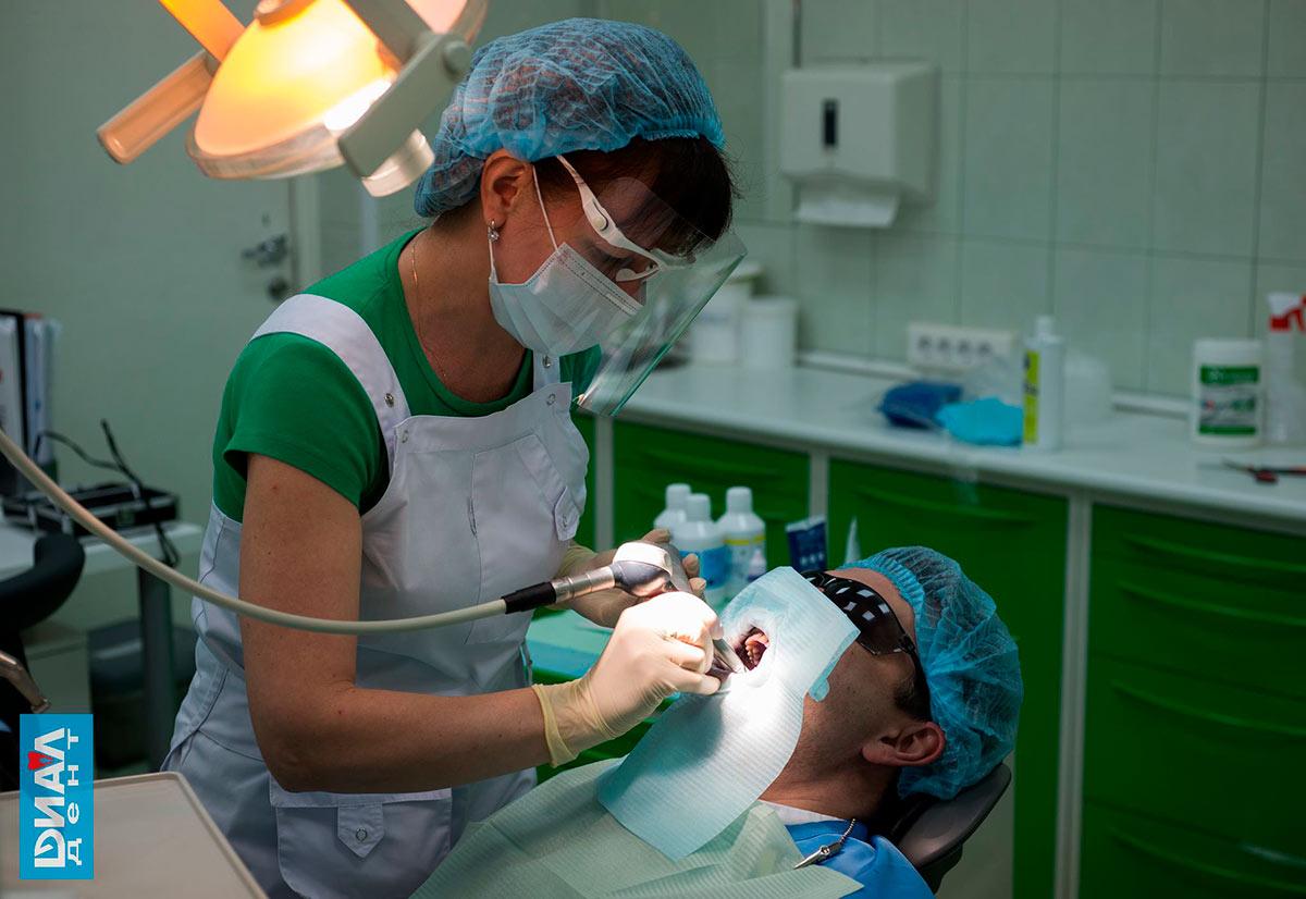 профессиональная чистка зубов Air Flow, гигиенист Елена Смирнова